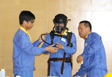 江苏新农化工有限公司组织值班干部开展正压式呼吸器专项培训